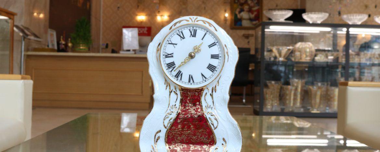 2 mẫu đồng hồ pha lê khuyến mại 40% tại Công ty TNHH Đèn pha lê
