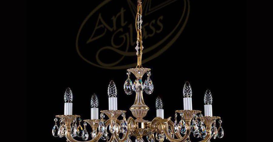 Mẫu đèn pha lê được thiết kế theo phong cách cổ điển
