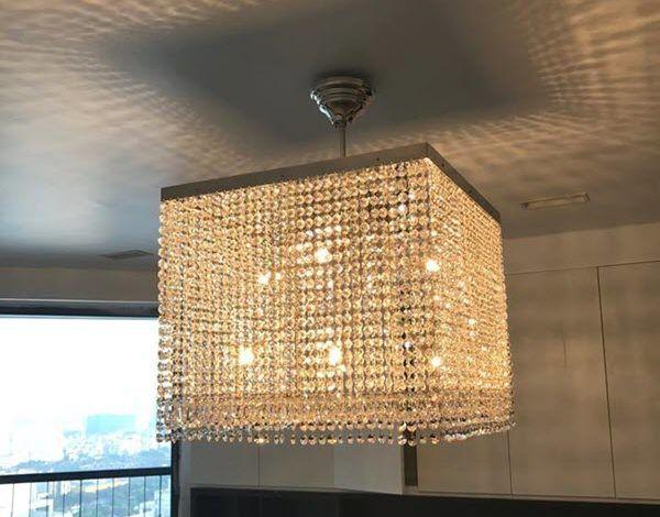 Lắp đặt đèn treo trần pha lê LEANDRA cho chung cư cao cấp