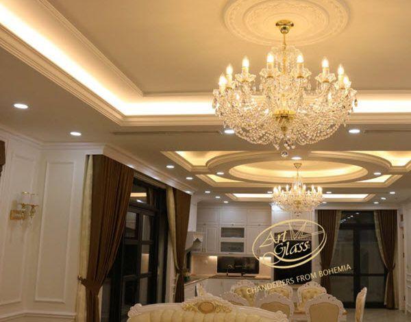 Lựa chọn đèn chùm pha lê phòng khách biệt thự tân cổ điển đẳng cấp